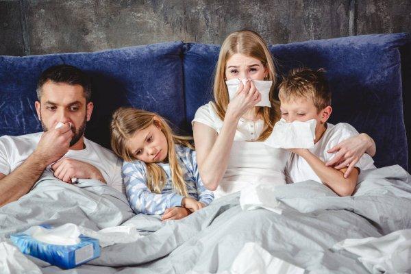 Как снизить температуру взрослому и ребенку?